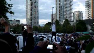 Start of 2 Cop Cars being Destroyed in Vancouver Riot 2011