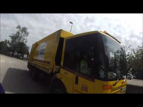 Aberdeen City Council Waste Recycling Lorry Sy04 Cgf On Phone