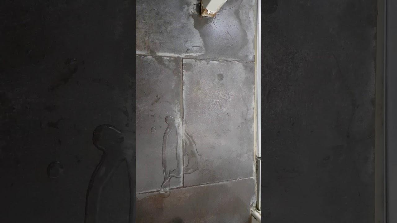 Kalk verwijderen van tegels in badkamer