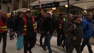 Funcionarios y ferroviarios contra las políticas liberales de Macron