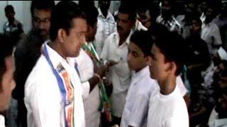 Raj Thackeray's men attack North Indian parents seeking school admission