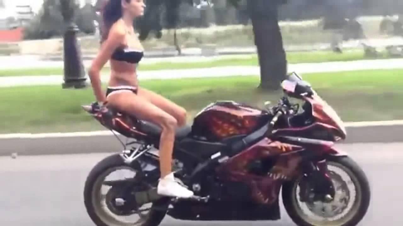 Cuidado si manejas moto, casi lo atropellan