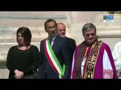 Milano. In Duomo l'ultimo saluto della gente al cardinale Dionigi Tettamanzi