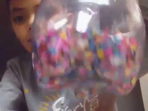 Como hacer un confeti saltarin youtube for Como hacer confeti