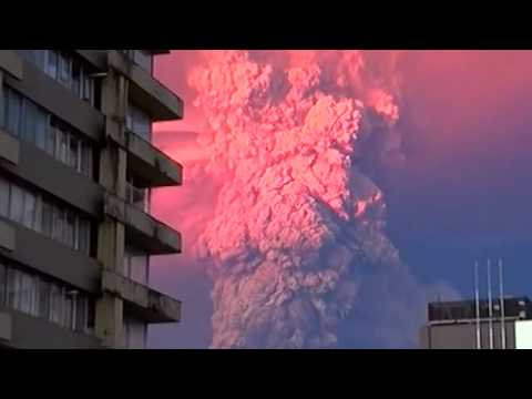 Chile: Calbuco Volcano erupts belching ash and smoke into the sky