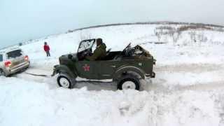 Газ 69а выдергивает из снежного плена Toyota Land Cruiser 200!!!