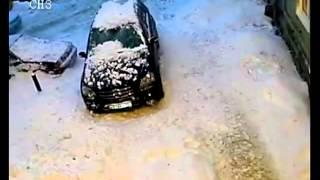 Сосульки упали на машину. Дзержинск.(, 2013-02-04T19:21:57.000Z)