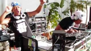 DJ芦沢教授主催で7月26日江ノ島西浜特設ステージで開催されたアガ...