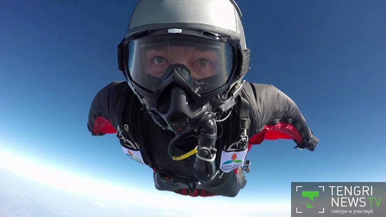 26 май 2012. Британский 42-летний каскадер гари коннери (gary connery) стал первым человеком, который выпрыгнул без парашюта из вертолета с высоты 730 метров и остался после этого в живых. Совершить рекордный прыжок помог ему специально изготовленный костюм-крыло, так называемый.