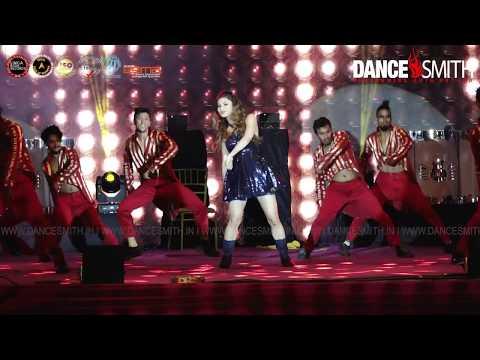 Mouni Roy Dance Performance with DanceSmith