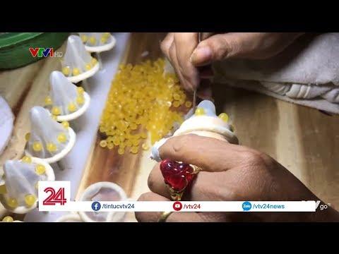 Bên trong cơ sở sản xuất bao cao su giả bằng tay | VTV24