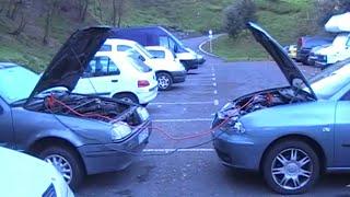 видео Как прикурить аккумулятор от другой машины – пошаговые правила