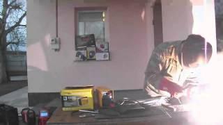 Обзор видео сварочный инвертор Kaiser NBC 250(Демонстрация видео сварочного аппарата инверторного типа Кайзер ММА 250 прошла успешно. тест на выносливост..., 2013-04-17T09:29:02.000Z)