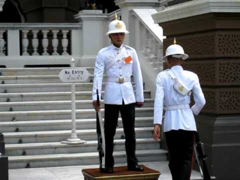 change guard of grand palace of bangkok of thailand
