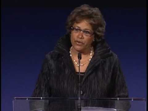 2009 Academy Of Distinguished Bostonians - Linda Whitlock - Greater Boston Chamber Of Commerce