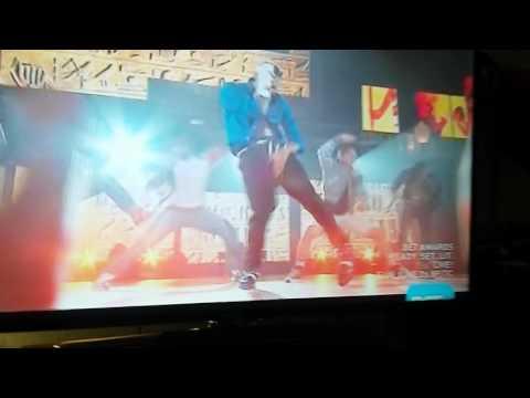 Chris Brown  .Singing Michael Jackson Song