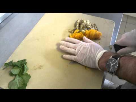 Салат из запеченных овощей. Ингредиенты: баклажаны