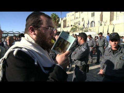 Jewish women pray at Jerusalem