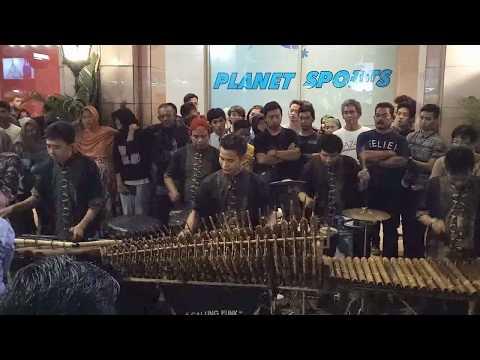 JARAN GOYANG -- CALUNG FUNK MALIOBORO YOGYAKARTA -- Traditional Musical Instrument Made of Bamboo