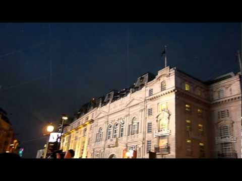 London 2012 Piccadilly Circus 3: cable gliding.mpg