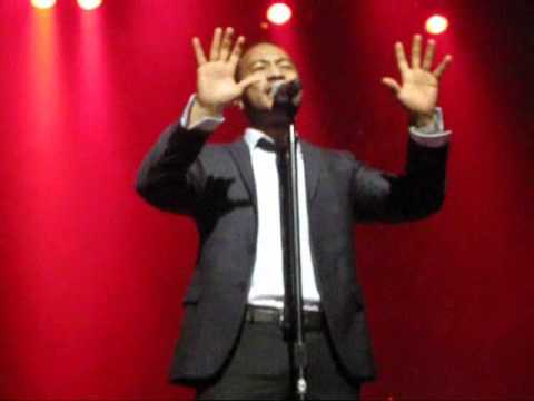 John Legend - Rolling in the deep (Live In Melbourne)