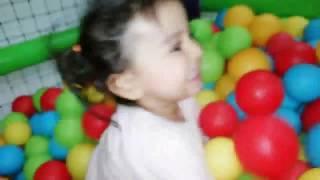 Tini Mini Hanım Babası ile Kaydıraktan Kaydı!! Eğlenceli Çocuk Videosu