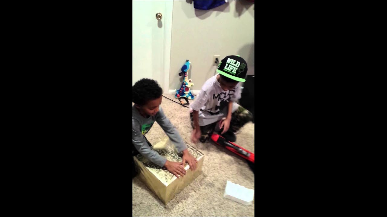 Youtube Boys In Makeup: Boys Opening Xbox One Christmas 2013
