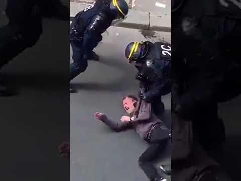 En marge de la manif du 1er Mai, Pierre, blessé, est traîné à terre par les CRS