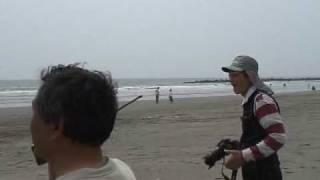 テイクオフした松本利夫さんは、須藤先生の無線誘導に従い、初フライト...