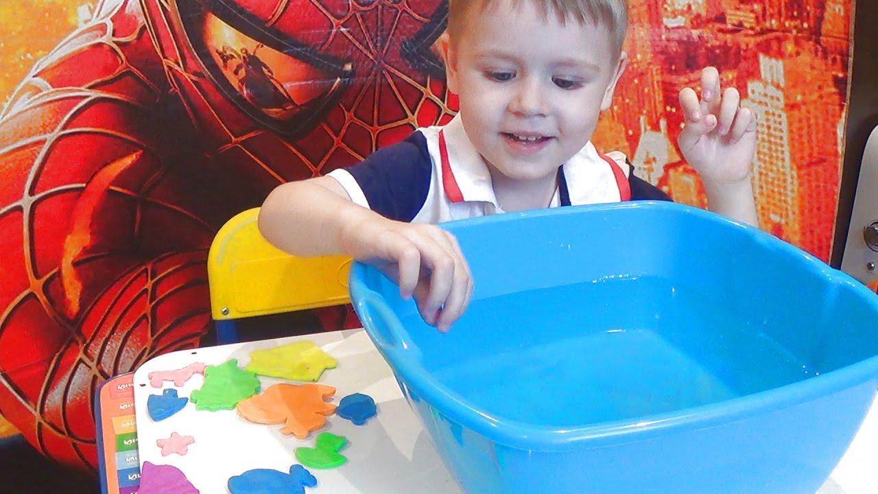 Плавающий пластилин лепим зверей из пластилина развлечения для детей.