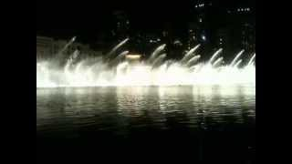Dubai Dancing Fountain Performs on Famous Indian Song