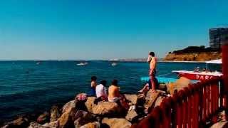 Песчанные пляжи Анапы видео отдыхающих 2015(Не смотря на переменчивую погоду в июне 2015 отдыхающих на пляжах Анапы меньше не становится,на http://www.anapadom.net/n..., 2015-06-20T13:41:20.000Z)