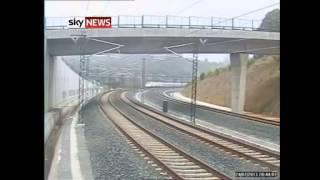 【衝撃映像】スペイン高速鉄道脱線事故の瞬間 。77人死亡。