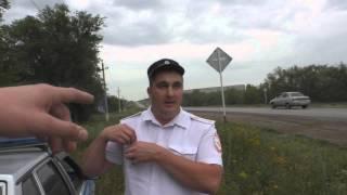 В г.Пугачеве ИДПС Мисюрин и Чванов обеспечивают безопасность из кустов