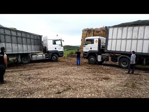 Camion atascado cerio ensilados