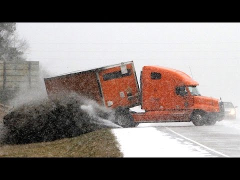 IDIOT TRUCK DRIVERS, CRAZY TRUCK DRIVING FAILS 2017