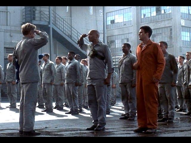 将军入狱后饱受监狱长刁难,为了军人的尊严,他带囚犯发起了反攻