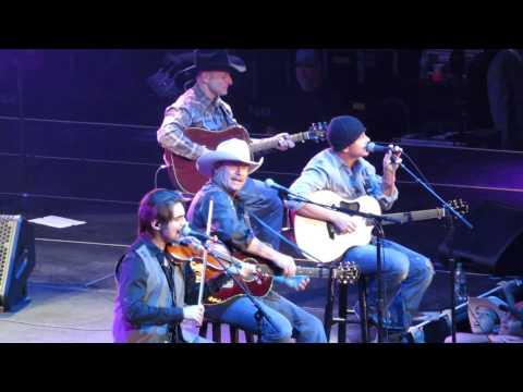Alan Jackson 2015 - As She's Walking Away (Live) Tampa FL.