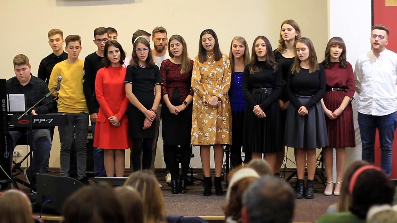 Ce dar măreț e Isus Salvatorul - Grup de tineri la adunarea de mulţumire a roadelor Alba Iulia 2019
