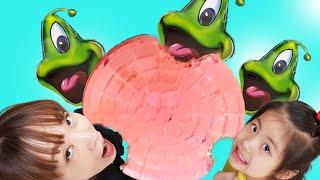 외계인 과자는 너무 맛있어요!! 서은이의 바나나 젤리 스프레이 캔디 외계인 비행선 과자 먹방 Alien Snack Eating Time Mukbang