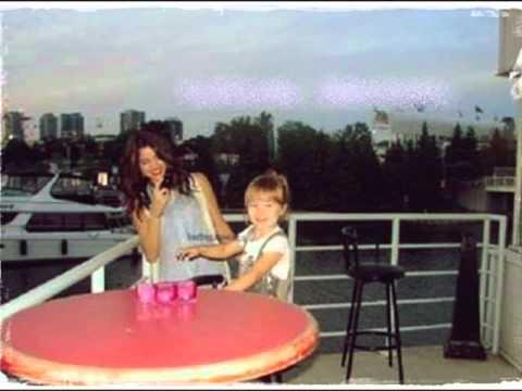 Selena Gomez And Jazzy Bieber Sister Of Justin Bieber