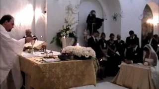 Il rito civile, le firme. Sandra e Vincenzo, sposi a Galatina.