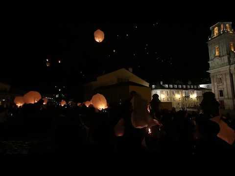 La suelta de mil faroles pone el broche de oro al aniversario de la muralla
