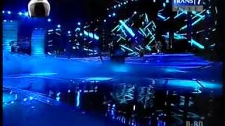 JUDIKA -  Mama Papa Larang (LIVE)