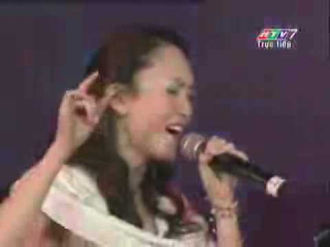 Fann Wong 范文芳 and Thu Minh - Nho Anh (live)