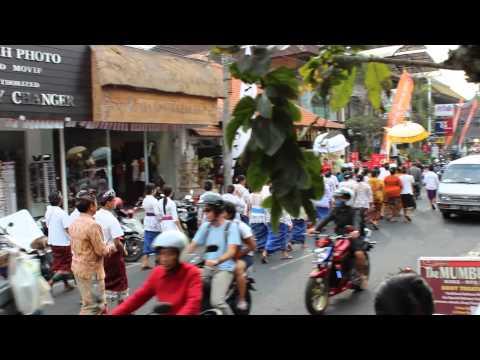 Bali, Ubud, procession | Map of Joy