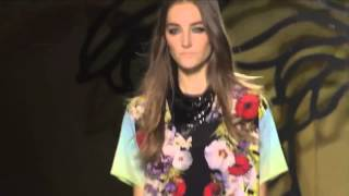 VERSACE  Fashion Show Spring Summer 2014 Milan by Fashion Channel Thumbnail