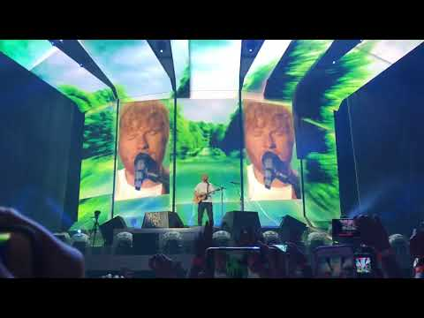 "Ed Sheeran - Live Warsaw 12.08 ""Castle On The Hill"""