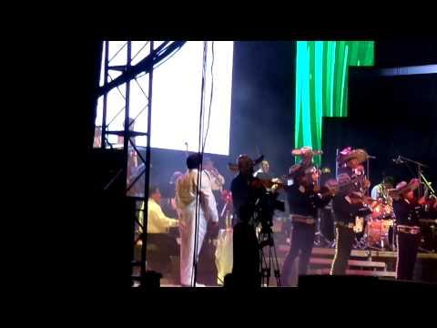 Vídeo:Juan Gabriel canta el Alma Llanera en el Poliedro de Caracas