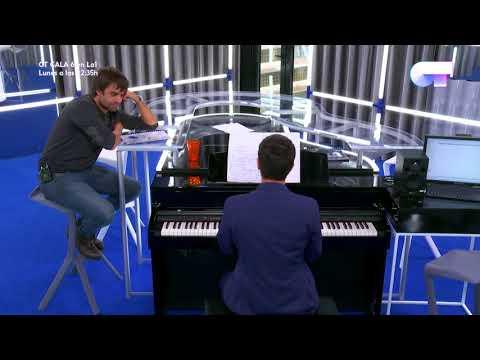 Alfred le enseña a Manu Guix el tema que ha compuesto en la Academia | OT 2017 HD
